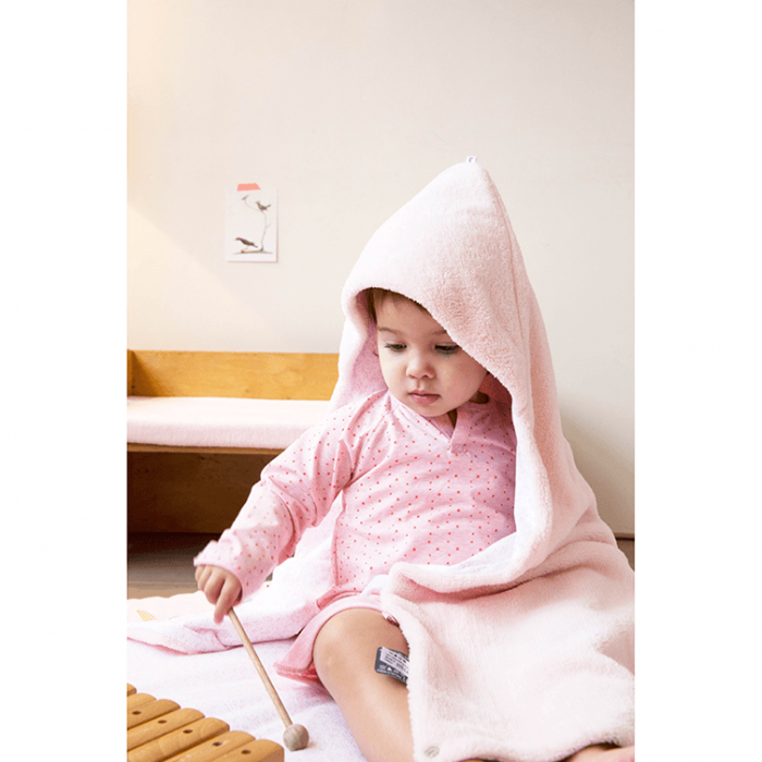 Snoozebaby wrap blanket in orchid blush (light pink)